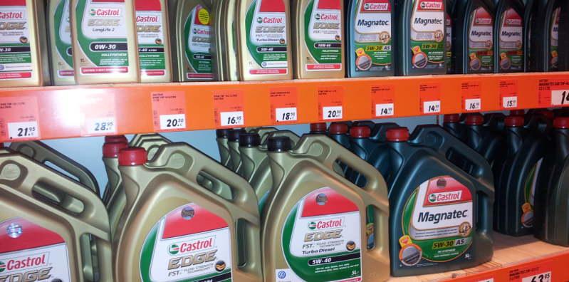 Die Auswahl an Motorölen ist groß.