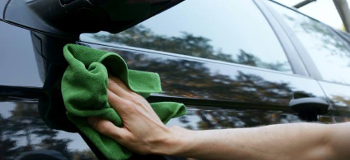 Regelmäßige Autoaufbereitung erhält den Wert des Fahrzeugs.