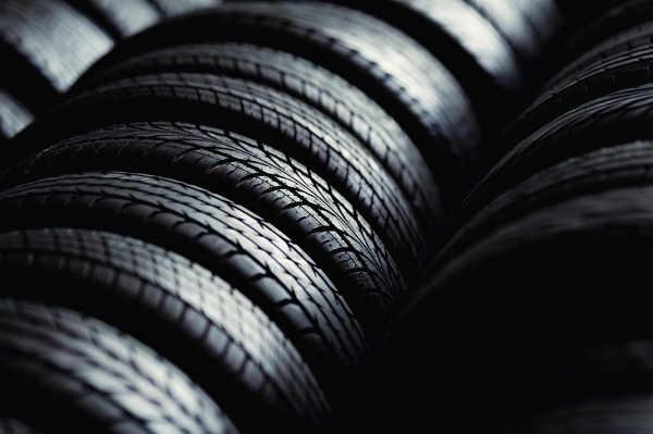 Die Kombination verschiedener Reifenprofile kann die Fahrstabilität negativ beeinflussen.