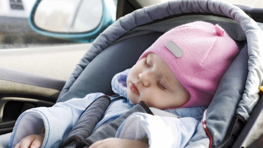 Kindersitz auf dem Beifahrersitz