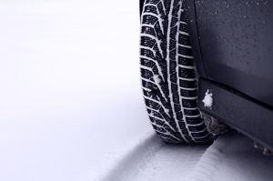 Aktuelle Winterreifentests: Testsieger
