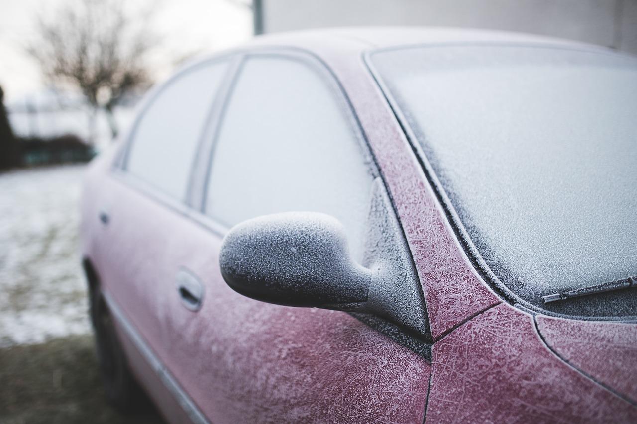Tür gefroren, Batterie leer: Fünf frostige Autonotfälle und was Sie ...