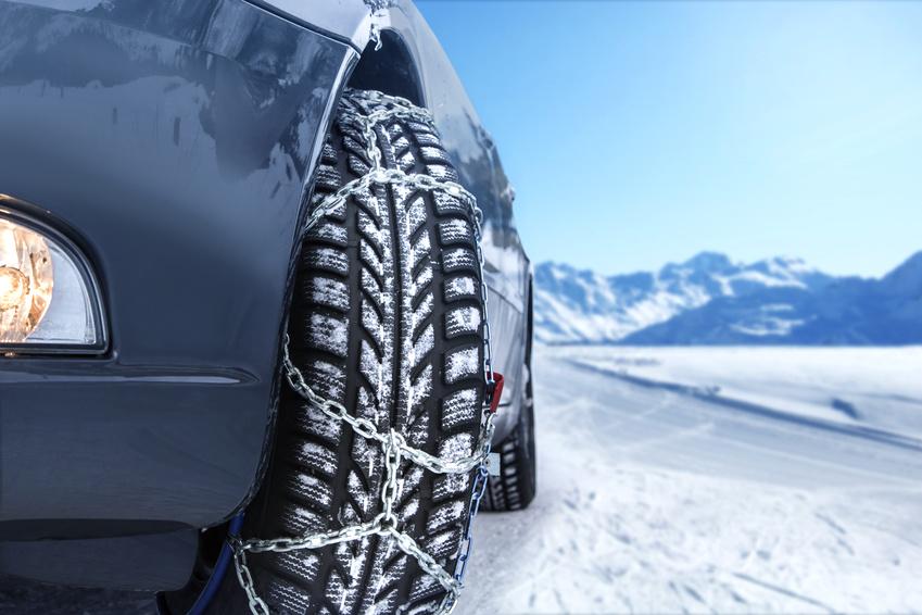 Durch Eis und Schnee – Sechs Tipps für das sichere Fahren mit Schneeketten
