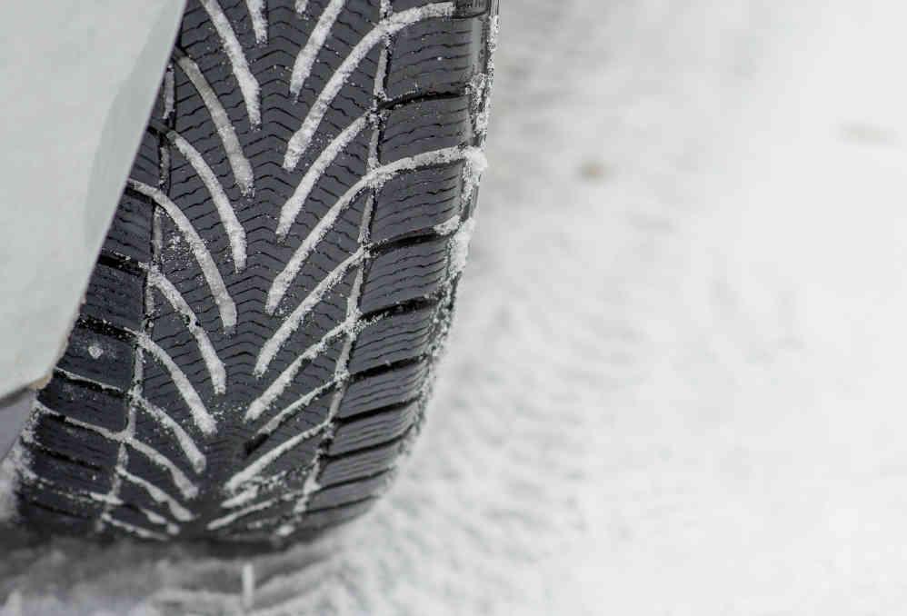 Reifentest von ACE & GTÜ: Können Ganzjahresreifen und runderneuerte Profile im Winter mithalten?