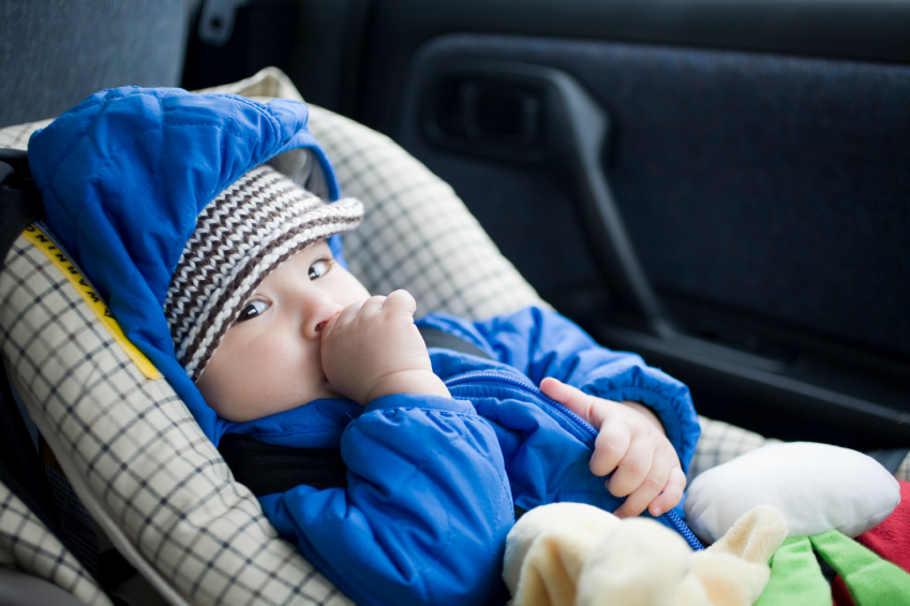 Ist ein Kindersitz vorne im Auto zulässig?   Reifen.de