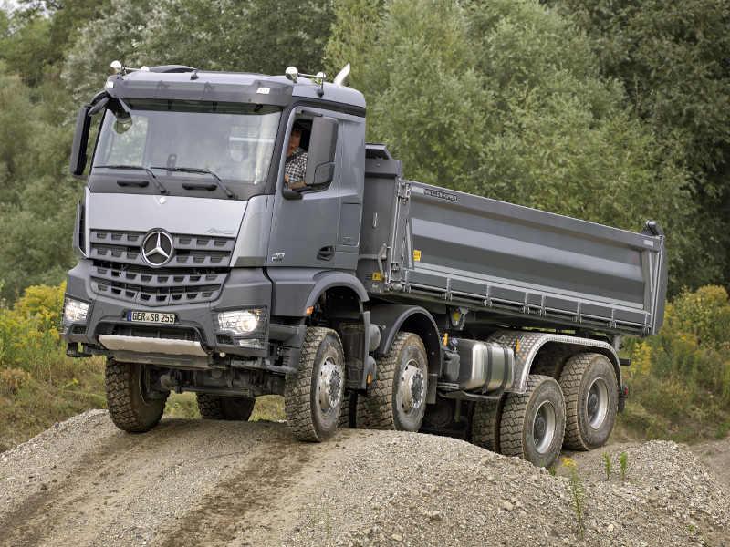 Bauma 2013: Mega-Trucks auf dem Münchener Messegelände