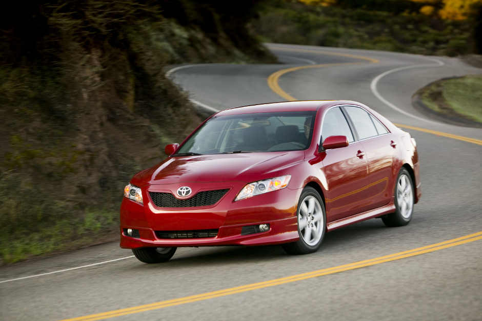 Gefahr durch falsch auslösende Airbags: Toyota-Rückrufaktion betrifft fast 900.000 Fahrzeuge