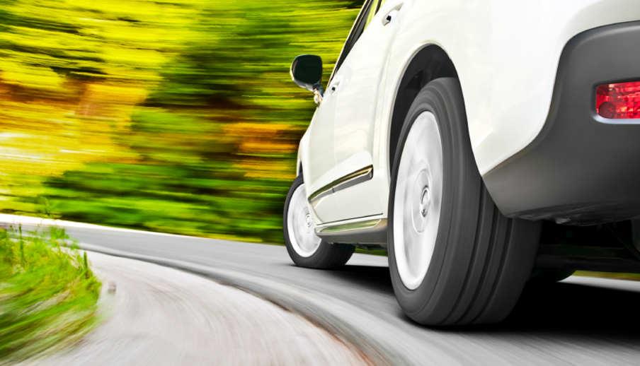 Колку е животниот век на гумите и како да препознаете кога е време за промена на гумите