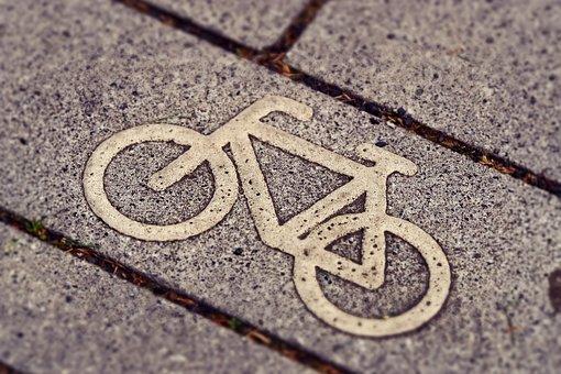 La cérémonie de lancement d'un vélo électrique à Paris