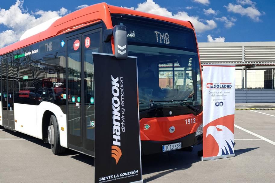"""Hankook şimdi TMB filosu için şehir içi otobüs lastiği """"SmartCity AU04 +"""" tedarik ediyor"""