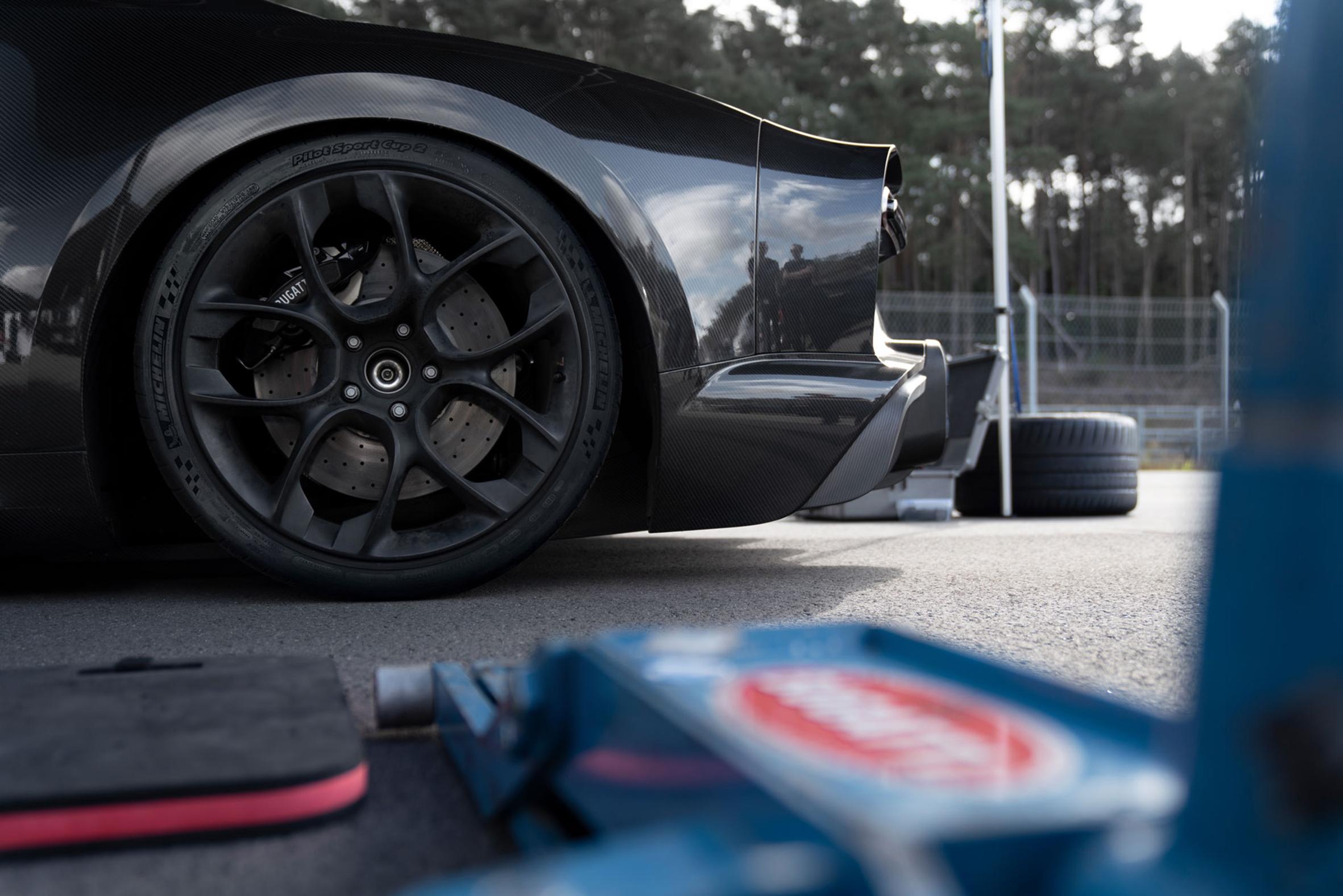 Mit den Michelin Reifen erreicht seriennaher Sportwagen erstmals 300 Meilen pro Stunde