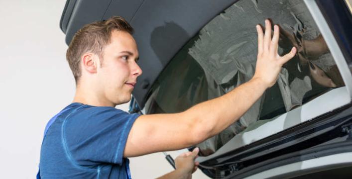Autoscheiben tönen: Fensterfolie anbringen und entfernen | Reifen.de