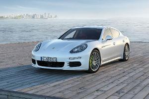 Porsche Panamera: Erster steckdosentauglicher Luxusliner weltweit